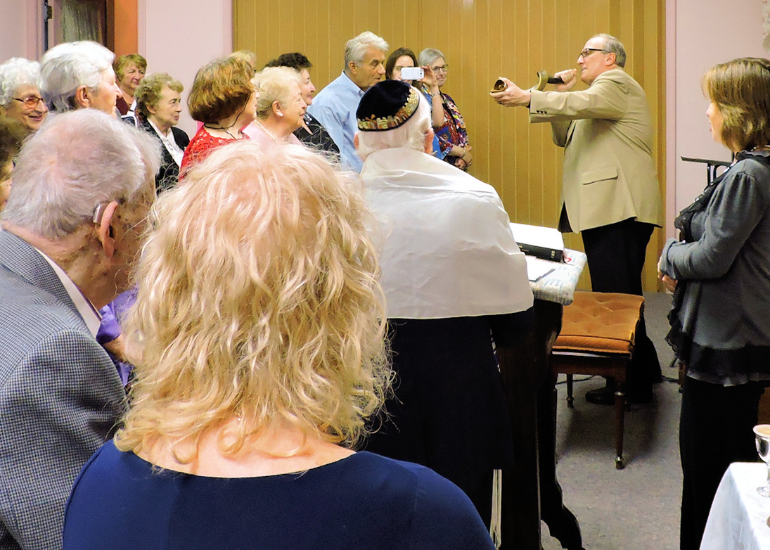 Rosh Hashanah Service 2016 - blowing the shofar